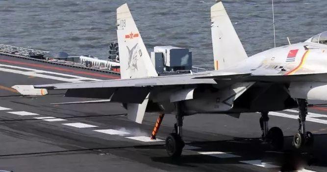 国产航母最新进展:甲板安装拦阻索,舰载机随时可上舰