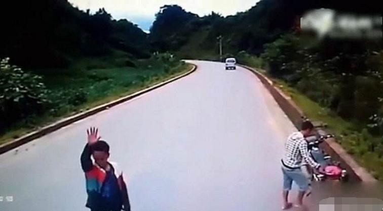 如果开车遇到拦路的怎么办?听听老司机如何逃