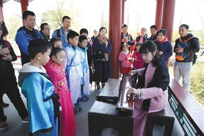 北京三大火车站发送176万余人 旅游投诉总量下降