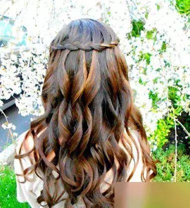 法式女生后梳编发公主头发型图片