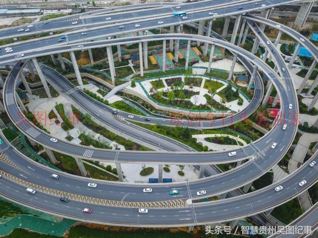 贵阳黔春路城市立交桥如一架精妙的琴弦,弹奏着时代的最强音