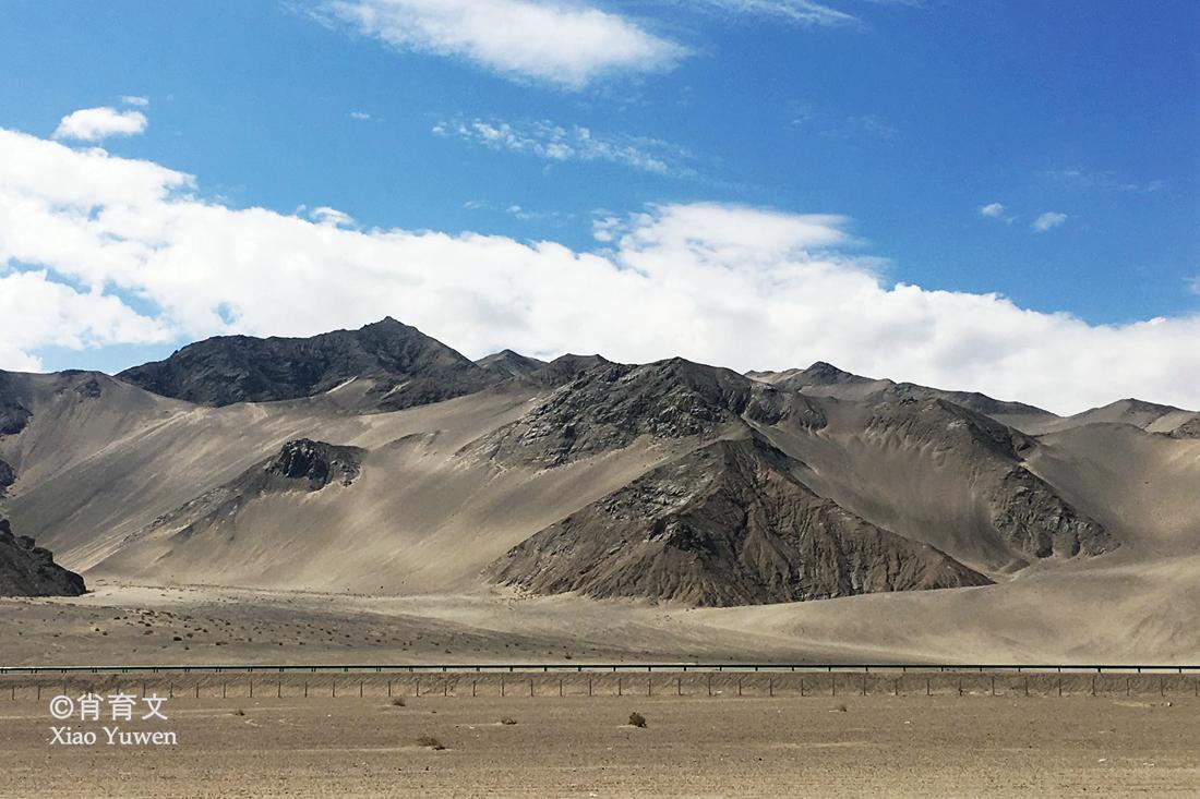 中国海拔最高的盆地_天空之镜茶卡盐湖,这是一个盐的世界,车上地上,甚至空气里
