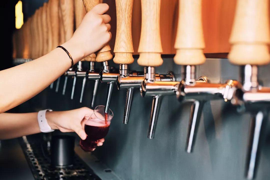 太古里两层楼的酒吧,女生喜欢去,水瓶更喜欢去女生男生双子座男生座图片