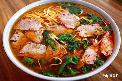 大厨演示一道风味菜品——老味淮南牛肉汤