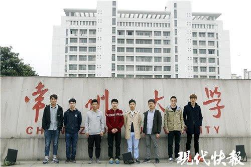 """常州大学惊现""""学霸宿舍"""",8 男生全部考研成功"""