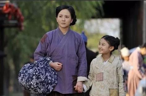 陶慧敏老公商庆敏_在老公去世之后,这10多年里陶慧敏独自一人抚养女儿长大,在演艺圈里