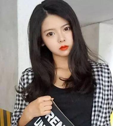 时尚 正文  韩版女生的一款烫短发发型,将头发做成发尾内扣,上层头发图片
