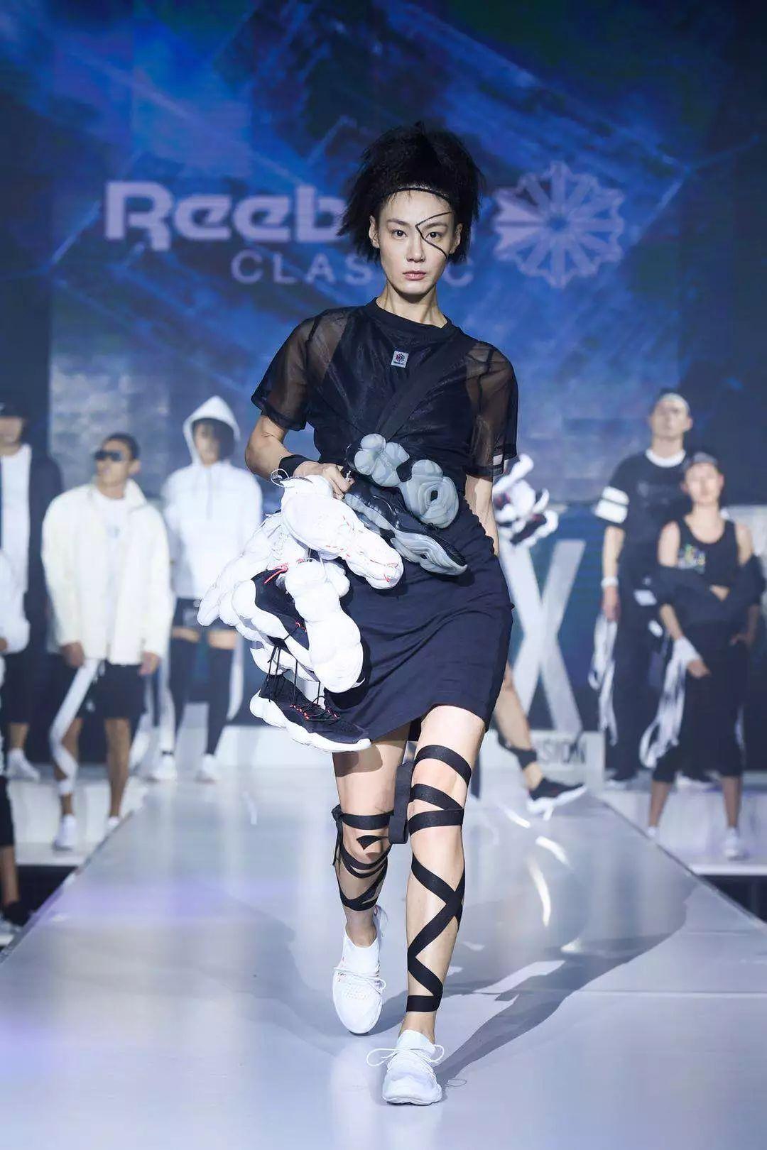 """还在玩复古?陈伟霆、宋茜和Rae Sremmurd已经开启全新""""未来感""""时尚啦!"""