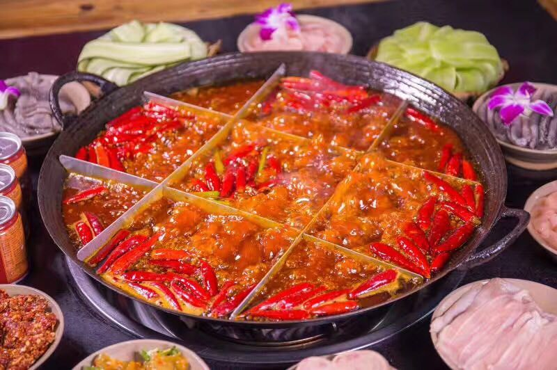 推荐菜品:毛肚,酥肉,鹅肠 巴将军火锅 重庆巴将军火锅的特点,从选料