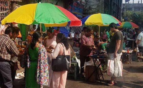 驻印度中领馆向唐人街商户赠设备 助其改善经营环境