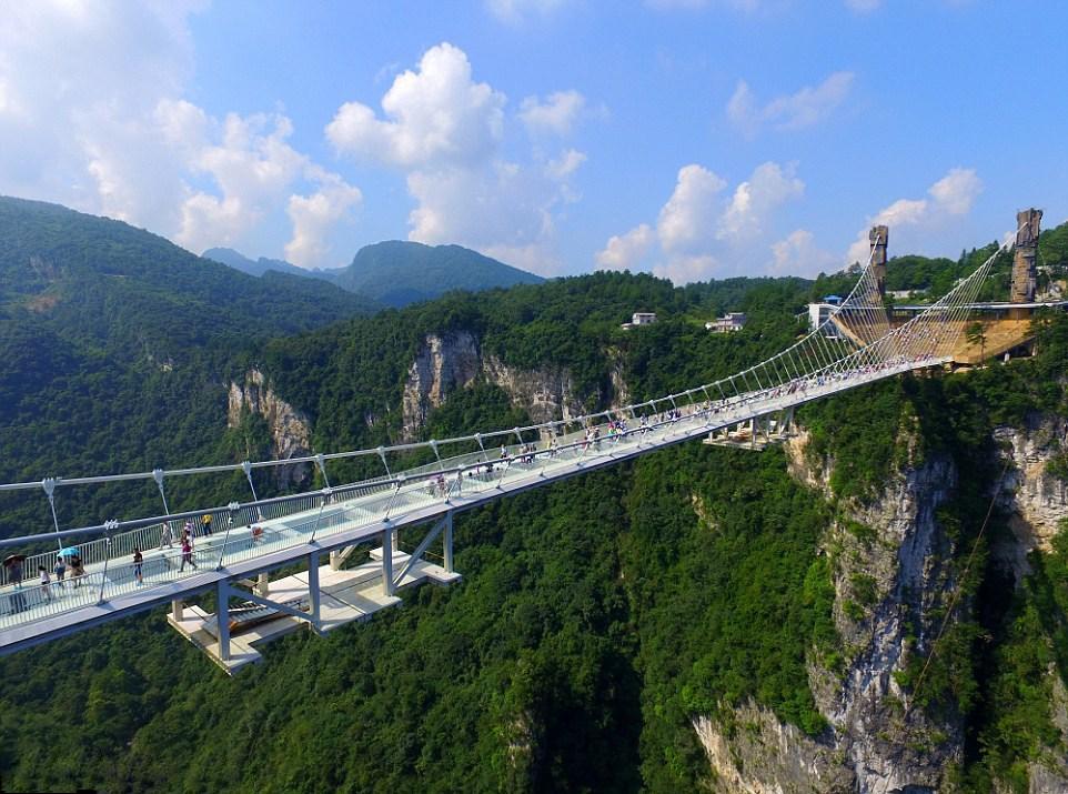 张家界旅游玻璃桥蹦极自驾自由行爆红