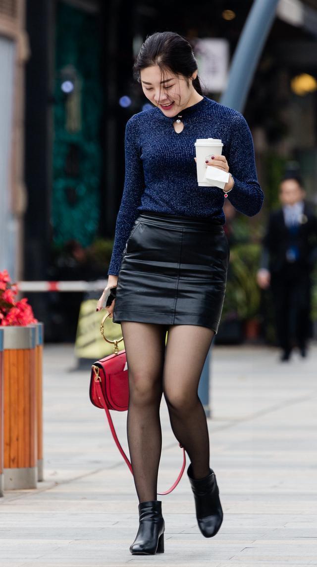 小姐_酷酷的女孩,一看小姐姐的身材和走姿就知道是练过的