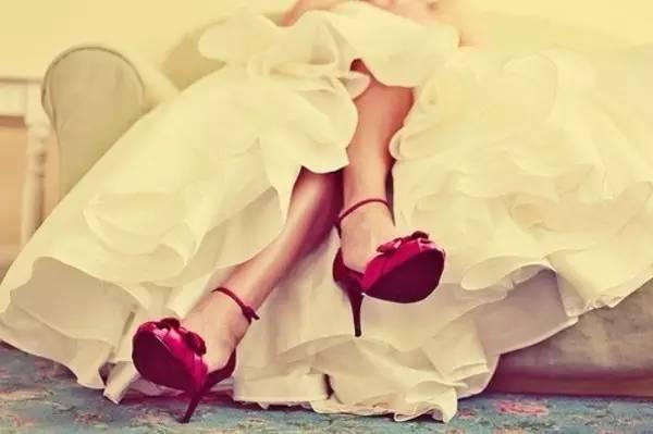 动漫女生为什么喜欢穿长手套_【时尚话题】你为什么不穿高跟鞋?