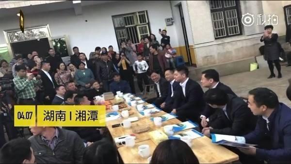 如何看待刘强东回湘潭认亲并投资100亿?赠人玫瑰,手有余香