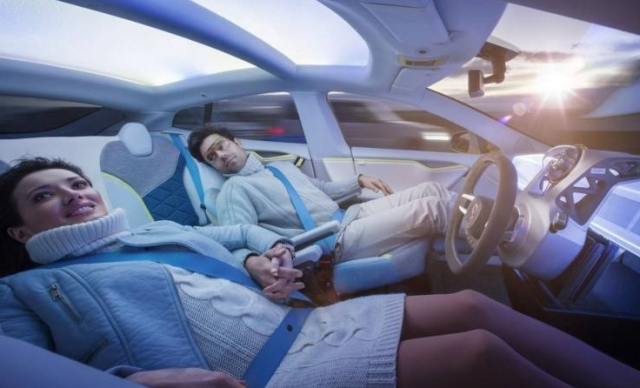 无人驾驶继续前行 全球首个无人驾驶清洁车队上海诞生