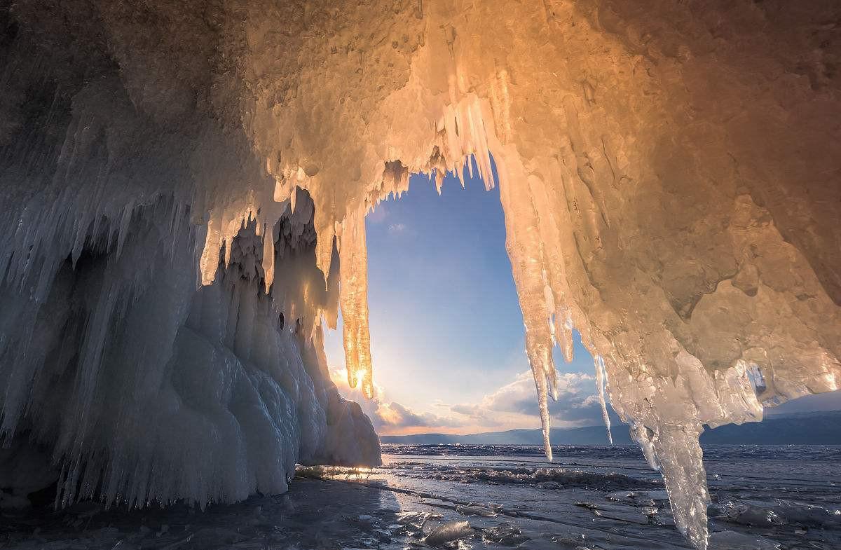 汉代苏武在此湖牧羊19年,如今结满神奇的冰柱,夕阳西下时会变色