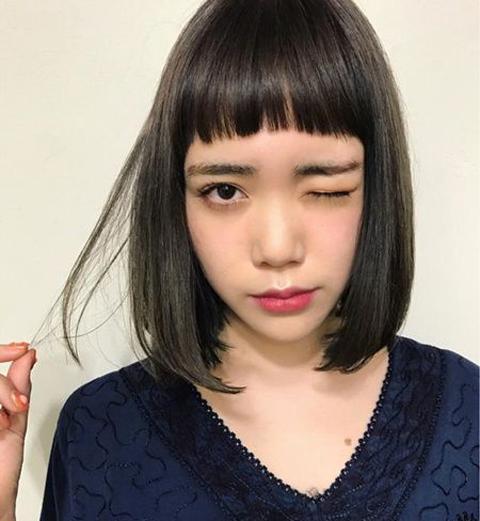 不喜欢烫染的妹纸可以选择这款齐肩直发波波头短发,对于第一次剪短发图片