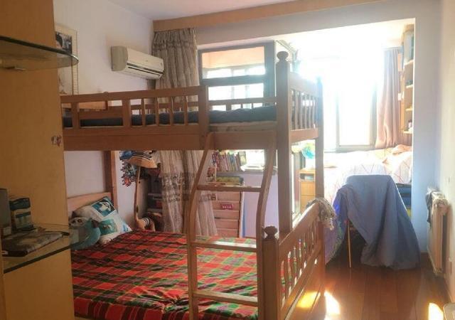 晒同事的新房,头一次见阳台这样隔断,晾衣服不担心地面湿哒哒了
