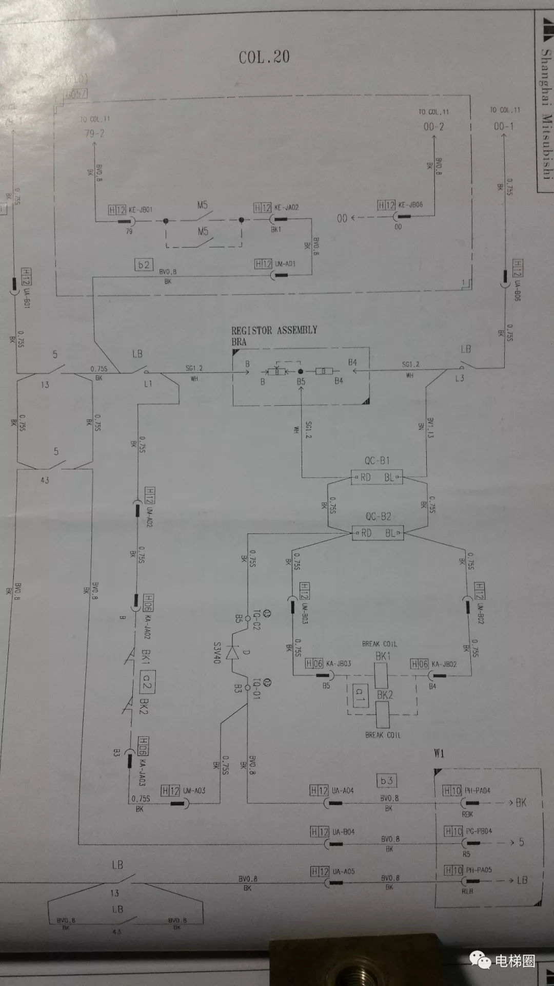 原标题:三菱电梯陕西西安分公司三菱电梯抱闸开关检测控制 三菱电梯抱闸开关检测控制由三菱电梯陕西西安分公司整理出来。在陕西买三菱电梯认准三菱电梯陕西西安分公司网址www.wljdgc.com电话029-62806850。 三菱电梯抱闸开关检测电路的分析原理,有所谓的二线制控制和三制线控制方式。至于说什么几线制控制方式,个人看法是不严谨的。 抱闸开关检测电路设计无非就两种检测方式,一是机械(开关)检测,二是电子(传感器)检测。抱闸开关控制电路也无非就两种控制方式,其一是串联控制,其二是并联控制。不管是那种检测