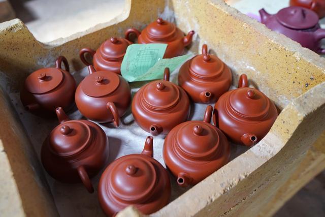 紫砂壶烧制有1元、4元、300元多档次,想知道你的壶是哪家窑烧?