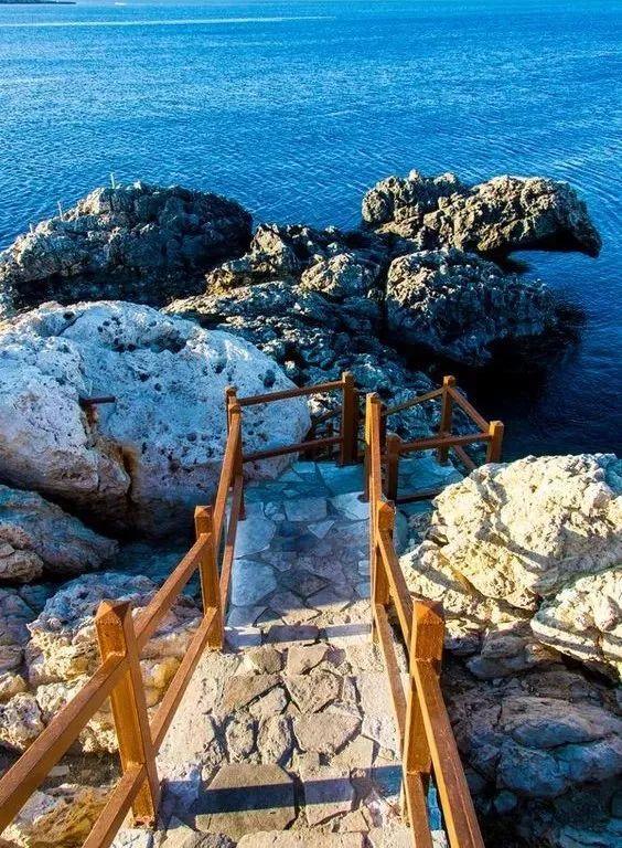 这个污染最轻的落地签岛国,拥有丰富的欧洲美景,精致小众还不贵