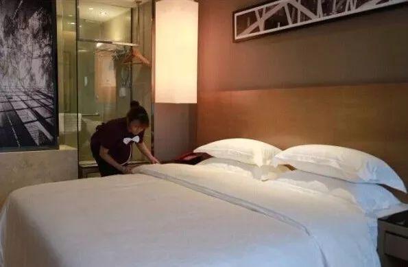 24岁开始创业,手里只有3000块,却把一家小旅馆,做到了拥有100000+会员的酒店集团?