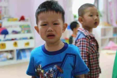 4岁男孩被烫得血肉模糊!你了解孩子在幼儿园的
