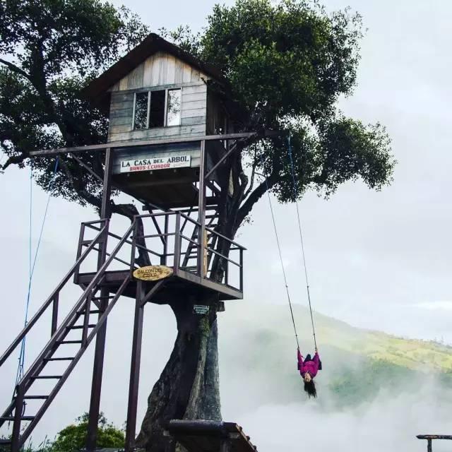 一秋千建在悬崖边缘,成全球最刺激秋千,游客摆各种姿势玩新花样