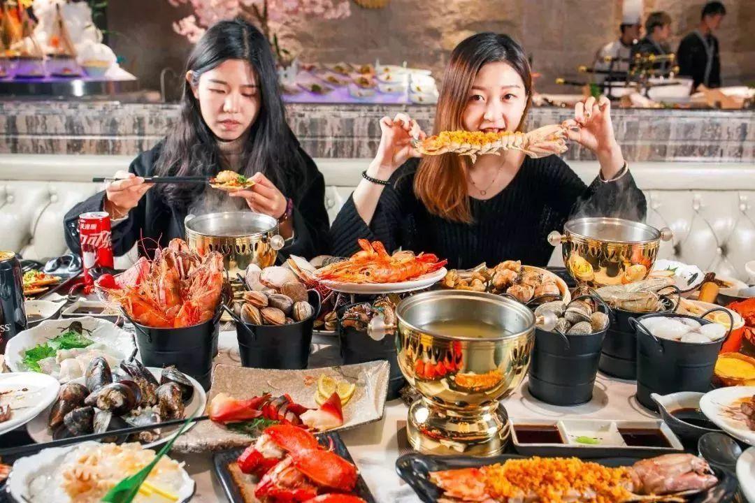巨型帝王蟹_天津新开一家高端海鲜自助,超豪华海鲜阵容,吃到扶墙出!