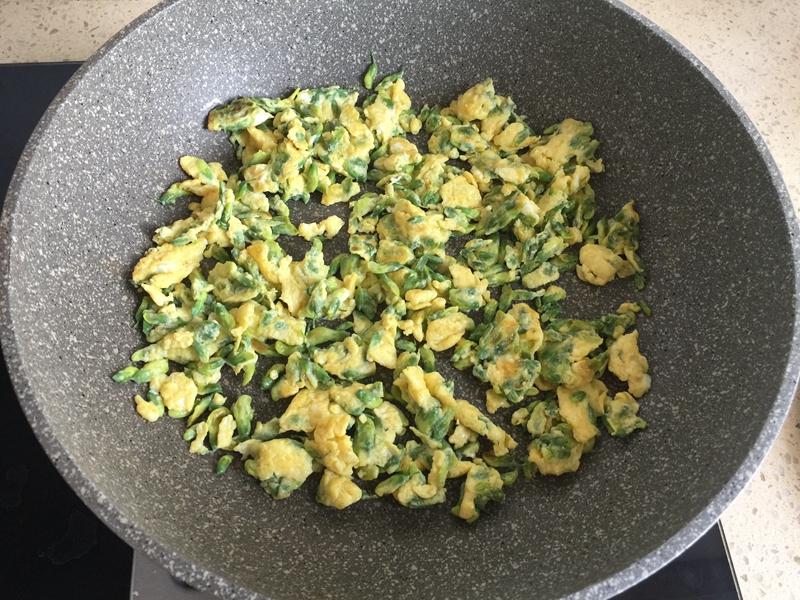 以花入菜,怀旧美食----槐花炒蛋