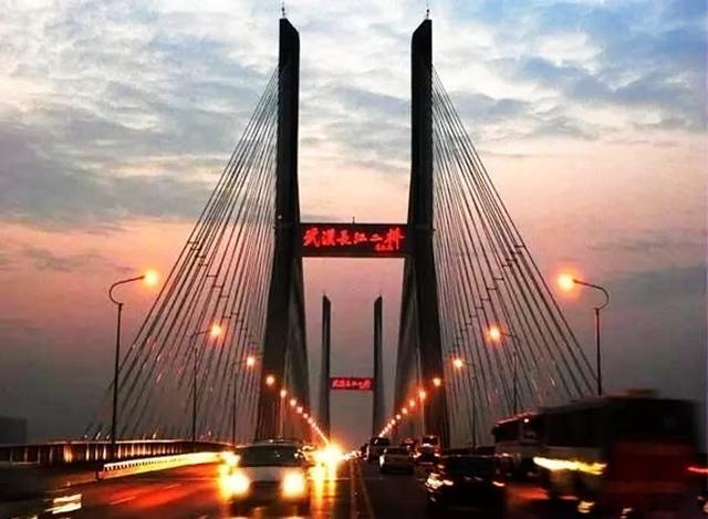 中国最结实的长江大桥,公路铁路两用,50年被撞76次照常使用!