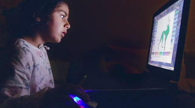 当你担心孩子上网时,其实他们正学着与这个世界相处