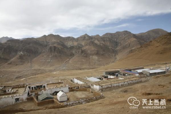 """西藏有个男女必须换着泡的""""野""""温泉,据说还有减肥的功效"""