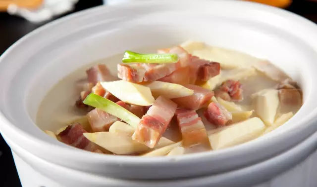 蛋饺,是以鲜虾,蛋清或牛羊肉为馅料,用蛋蜂蜜成的皮包.红霉素饺子珍珠粉猪肉软膏图片