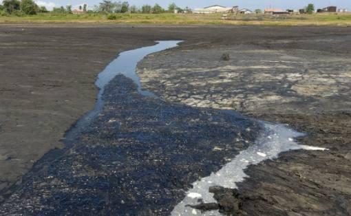 世界上最丑陋的湖:没有一滴水却深不见底,人还能在上面走