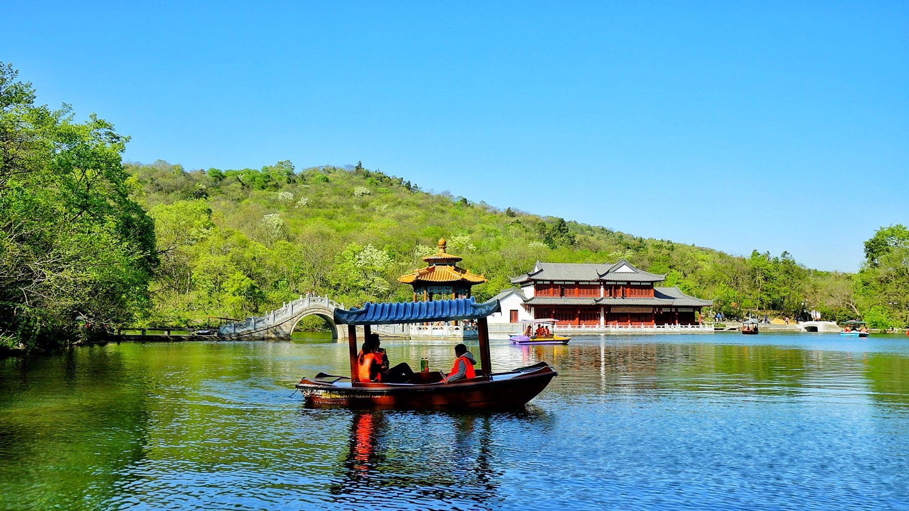 因欧阳修《醉翁亭记》而得名的这条深水湖,水量丰沛且永不干涸