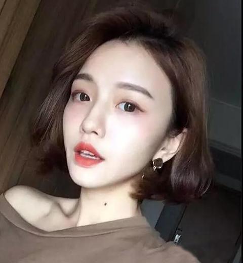 韩式风格的短发发型一直都走在时尚的前沿,备受亚洲mm的喜爱,这款图片