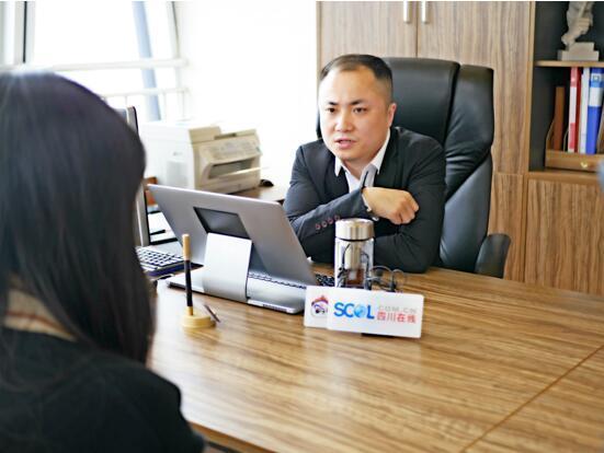 董事长李俊接受采访