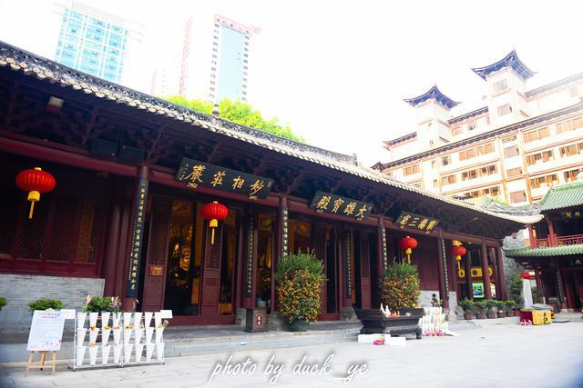 广州五大寺庙之一,位于繁华的步行街上,存有岭南之冠大雄宝殿