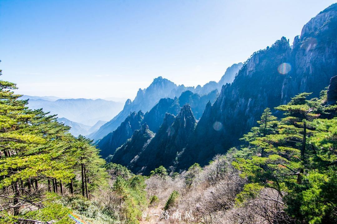 这座城市因一座山而改名,如今旅游业成为最重要产业