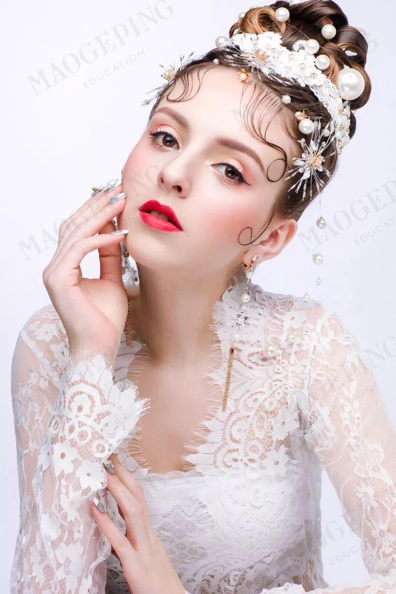 2018最新新娘造型大片,化妆师必收!图片