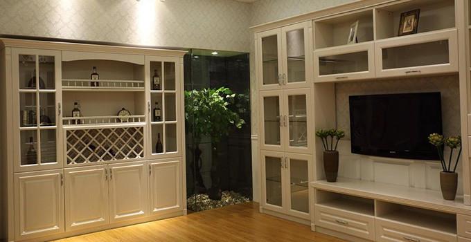客厅装饰搭配之家用酒柜的选择图片