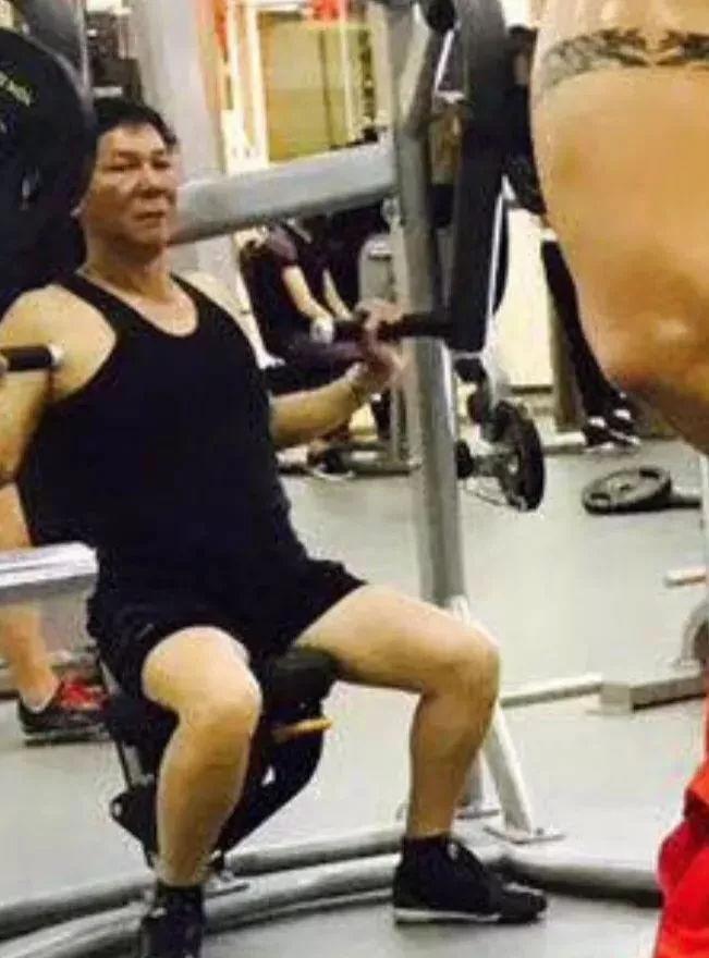 别人在健身房_VS_你在健身房,哈哈哈哈哈哈哈!