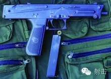 手枪握把和折叠式金属冲锋枪枪托连接到机匣组件.图片