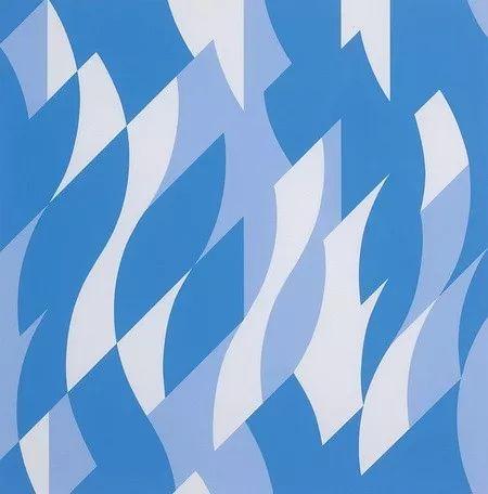 她的作品以抽象的几何图形及渐变的明暗和色彩加以组合,造成观赏者