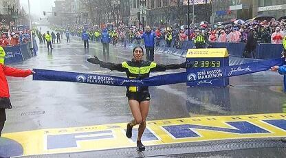 遭遇恶劣天气!川内优辉夺波士顿马拉松男子冠军