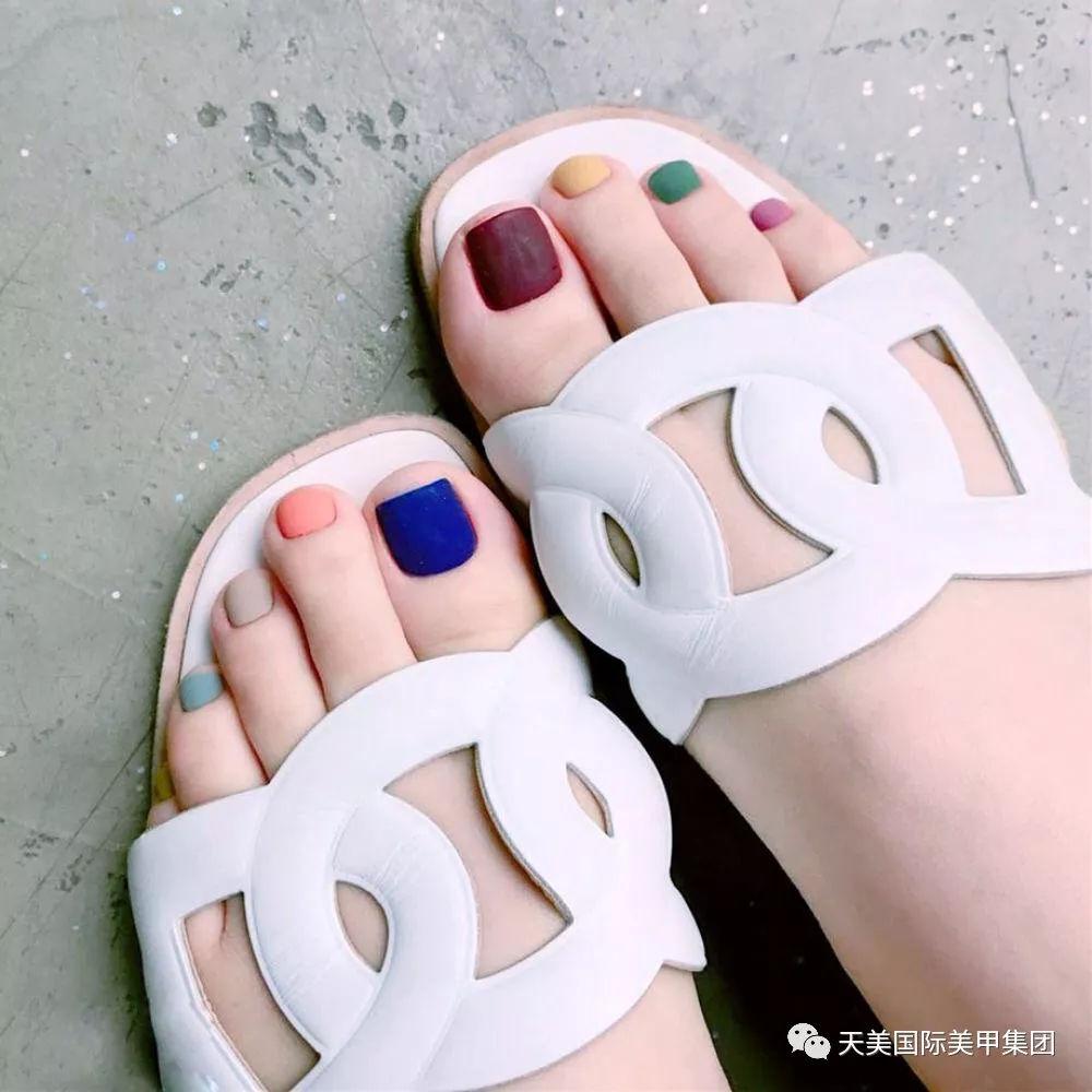大波射_凉鞋 美脚|一大波显脚白又夏天的脚甲大集合
