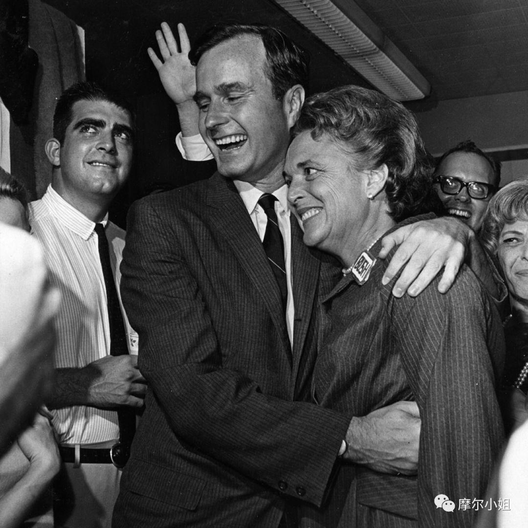 """她放弃治疗病逝,曾一手打造""""布什王朝"""",美国政坛最有威望的母亲"""