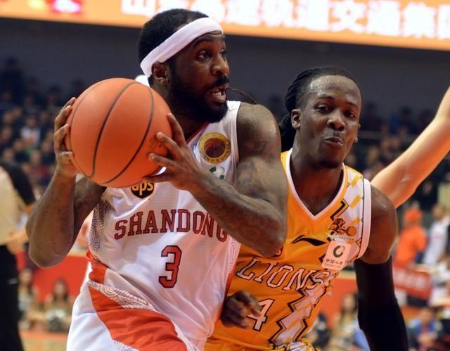 劳森从CBA到NBA继续征战季后赛 14+8完成奇才队首秀