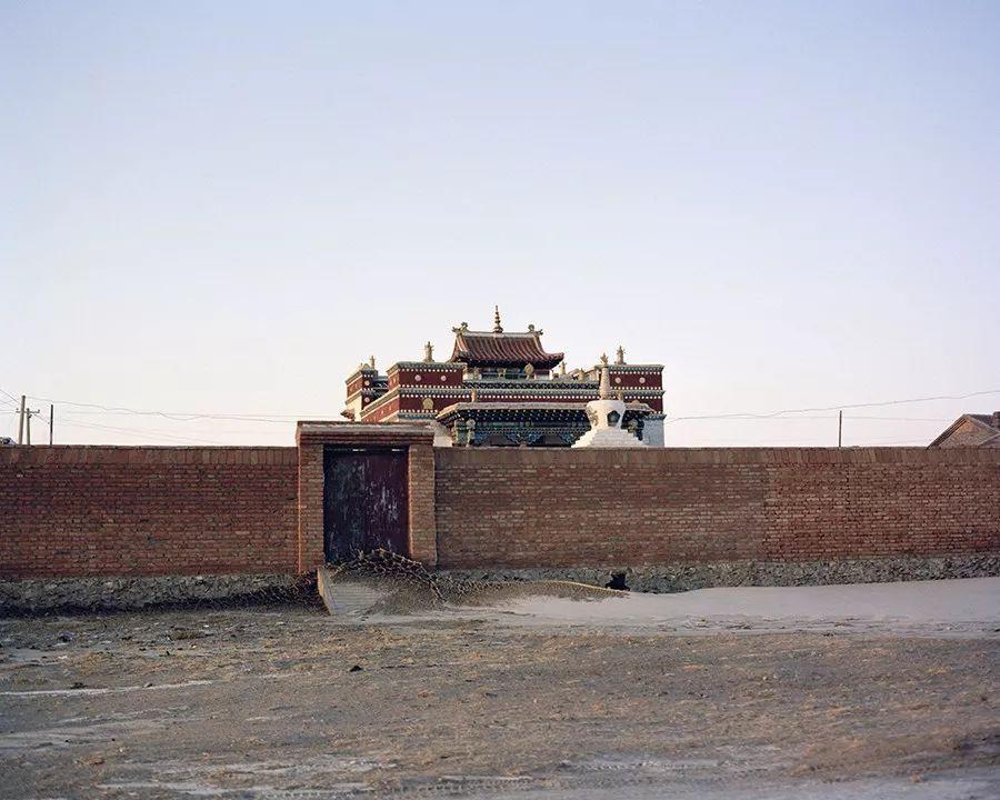 李伟×内蒙古:放弃千篇一律的城市,静默地拍摄边疆之地